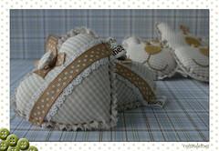 Coraes (coisasdeines) Tags: handmade craft mimo felt boto corao beb feltro sachs urso fabrics tecido chaveiro fitas lembrancinha penduricalho puxadores feitoamo penduricalhodeporta