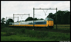 Uit de oude doos (2) (Rinse Bunnik) Tags: dutch train tren design ns railway rails railways icm trein bij spoorwegen treinen vechten koploper nederlandse sneltrein treinstel icmm doorloopkop treinstellen