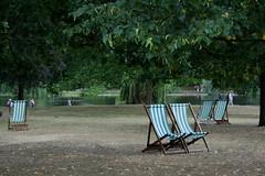 Lets sit together (flash_camara_accion) Tags: park uk inglaterra parque england naturaleza verde green london nature st james chairs londres gran sillas bretaa hamacas