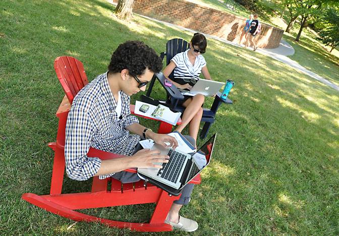 Freshmen Enjoy the Warm Weather and Wireless Technology