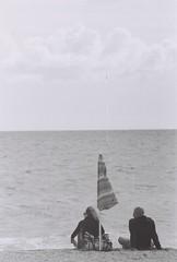 000031 (Roberto Catalano ) Tags: ocean sea 2 italy white black canon italia mare olympus rifles bn bin mc le bianco conero nero spiaggia due marche wh ancona macerata sorelle ombrellone