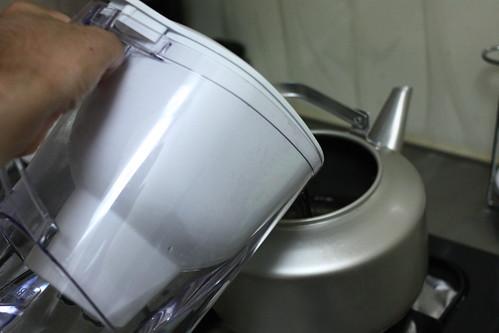 麦茶ケトルにブリタの水を
