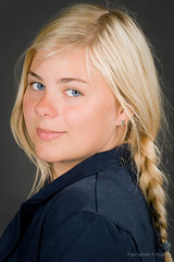 Gini 2 (Stephan (kakofonie)) Tags: blue girl eyes young teen blonde teenager ponytail stephan meisje blondje paardestaart flashsplash fouquaert