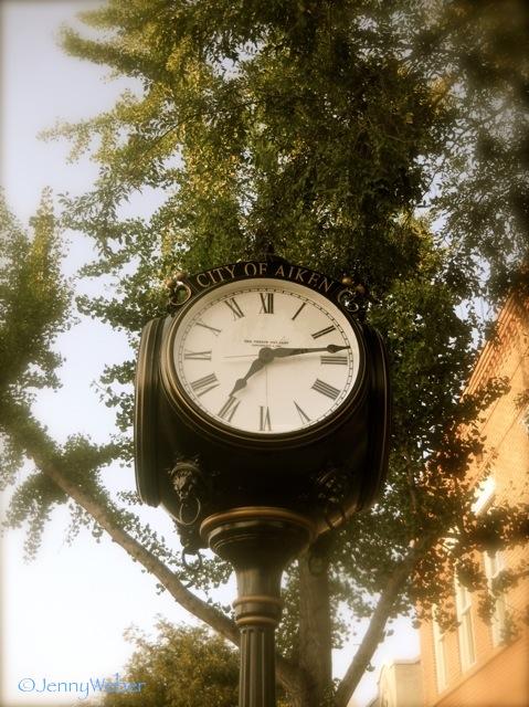 tree-framed clock