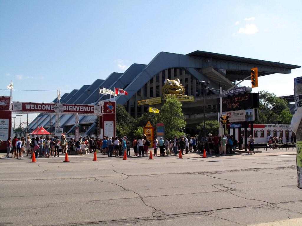 "Central Canada Exhibition — ""SuperEX"" — Bank Street  4"