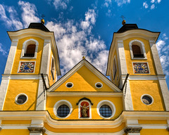 Dekanatspfarrkirche (Dean Parish Church) (Ian Aberle) Tags: church yellow austria sterreich baroque hdr lightroom giga 3xp photomatix 1262 tonemapped sanktjohannintirol 2ev tthdr stjohannintirol realistichdr detailsenhancer deanparishchurch dekanatspfarrkirche autopanogiga ianaberle geo:lat=475224 geo:lon=12428725