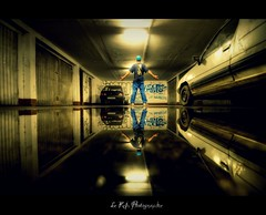My dirty hall (Le***Refs *PHOTOGRAPHIE*) Tags: reflection car underground graffiti hall nikon under tunnel voiture reflet hdr soussol zup d90 1024mm zupnord lerefs