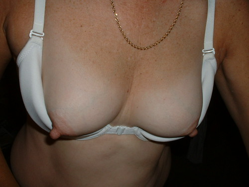 ash without cleavage in bra pics: womeninbras