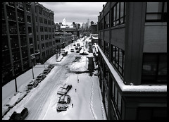 from queens to manhattan (-{ thus }-) Tags: street city nyc winter blackandwhite bw snow newyork building monochrome car digital lofi queens ricoh grd3 thusihaveseen grdiii