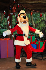 WDW Dec 2010 - Meeting Santa Mickey