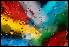 """Como agua y aceite (6)"" (Marcelo Savoini) Tags: color colour water closeup agua nikon aceite oil acercamiento 105mmmicrovr sb900 d7000"