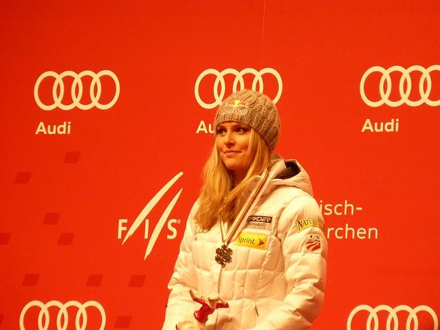 Lindsey Vonn bei der Siegerehrung Abfahrt - Ski-WM 2011