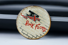 Pink Floyd pin (Zorro1968) Tags: macro art pin pinkfloyd artforsale