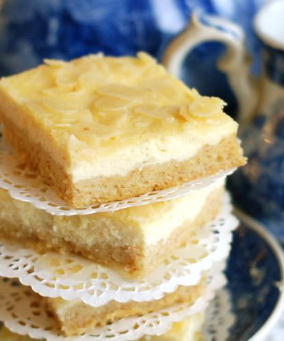kohupiimakook mandlikattega/curd cheese tray cake