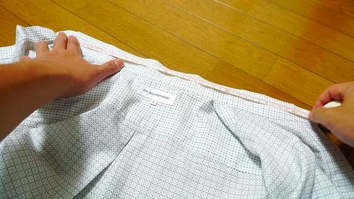 ワイシャツのボタンとボタン穴の間を計測