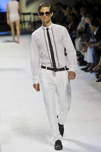 Davenport3121_SS11_Milan_Dolce&Gabbana(VOGUEcom)