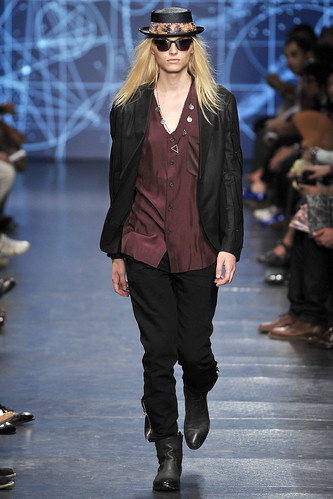 Andrej Pejic3041_SS11_Paris_Paul Smith(VOGUEcom)