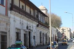 Arequipa: Calle Zela (zug55) Tags: peru balcony colonial per unescoworldheritagesite unesco worldheritagesite balconies balcon arequipa iglesiadesanfrancisco balcn balcones sillar patrimoniodelahumanidad conventodesanfrancisco callezela
