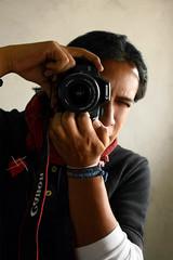 Ella y yo (Auto-retrato) (Alberto Jorge Fotgrafo) Tags: canon ojo foto retrato autoretrato alberto ojos jorge contraste primer fotografia rostro bufanda roja fotografo primero rebelxs fotografoprofesional canon100d propixel albertojorge
