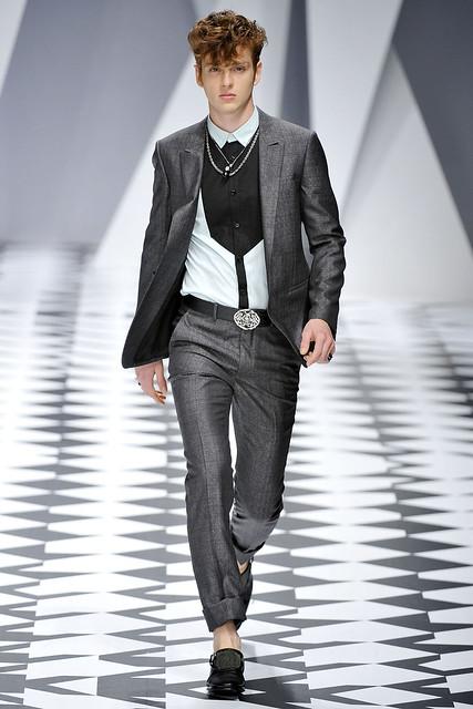 Lucas Mascarini3230_SS11_Milan_Versace(VOGUEcom)