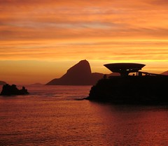 MAC (Niterói) / Pão de Açúcar (RJ)... da varanda, um visual. (Marina Linhares) Tags: mac museu rj arte niterói contemporânea