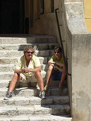 paul et philippe sur les marches, Menton.jpg