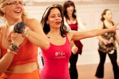 (Nia Technique) Tags: training dance movement health nia fitness wellness whitebelt ef70200mmf28lisusm studionia january2010 niaclass niatraining niabrownbelt