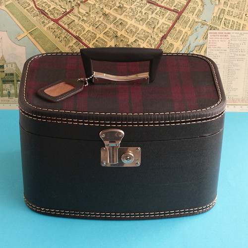 Vintage Plaid Top Train Case