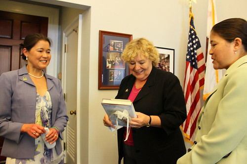 Ana & Isa with Rep. Zoe Lofgren