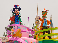 Mad Hatter Mickey with Easter Mad Hatter (Peter E. Lee) Tags: japan easter disney parade jp chiba mickeymouse float madhatter 2010 cinderellacastle tdr tokyodisneyresort tokyodisneylandresort disneyphotochallenge tdlr easterwonderlandparade