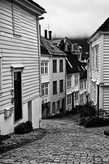 [Bergen] Vicoli (Mark_66it) Tags: norway norge nikon bn bergen bianconero norvegia d2xs