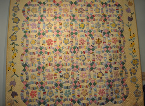 30s double wedding ring quilt, SMofA quilt show 2010