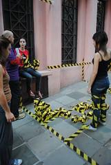 No so cubos nem meias verdades, mas o show deve continuar... 06 (BrunoDorneles) Tags: performance preto amarelo happening quadrados instalao artecontempornea faixaamarelaepreta cubosmentirosos nosoverdades