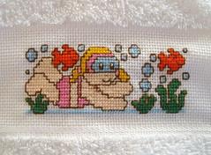 Bordada pela Tia Nan! (Lucia Helena Cesar) Tags: baby rose handmade embroidery rosa cruz bebe toalha menina ponto manta pompom riscos moldes aplique aplicao paninhos flanela enxoval patchcolagem