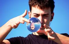 Andrea:contact juggling (CarliColorful) Tags: blue sea color colour guy face mare blu sphere contact juggling juggler colori riflessi spiaggia viso ragazzo riflesso giocoleria sfera giocoliere
