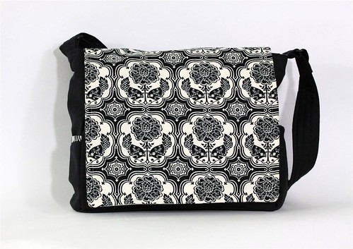 Black and White Bird Damask Messenger Bag