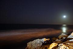 El puerto de Ganda [Explore] (Carlos Monteagudo) Tags: summer moon stars mar barcos playa luna estrellas verano nocturna turismo rocas ganda comunidadvalenciana veraneo lasafor comunitatvalenciana puertodeganda