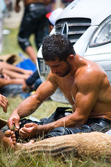 (smail) Tags: man male men sport canon turkey wrestling turkiye middleeast antalya wrestler strength tradition athlete turkish turk 30d yalgre oilwrestling eos30d oilwrestler fotografca 5525mm feslikan