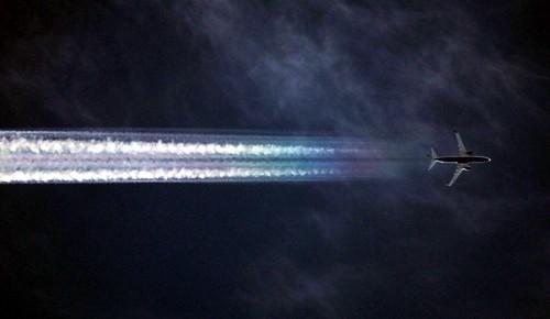 Aerodynamic contrail by Ryanair B737-800 EI-DWL
