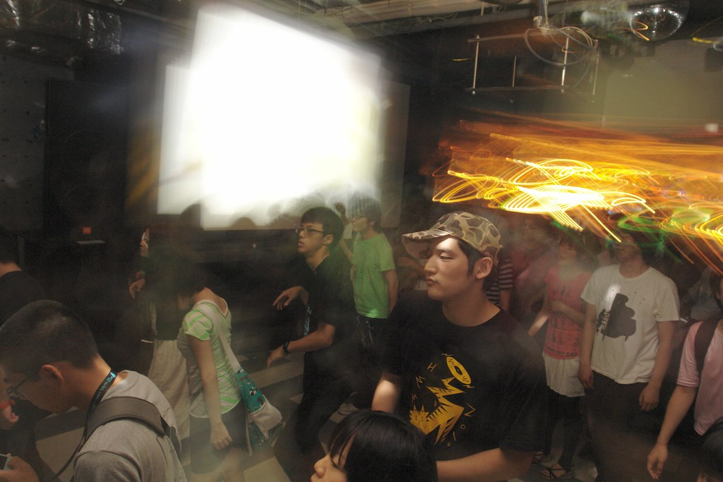 DJ wildparty in the dancefloor!