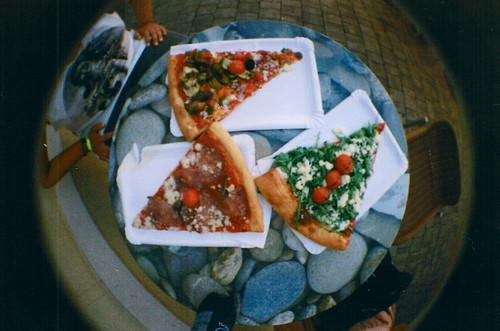 omnomnom pizza
