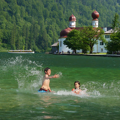 Getting splattered with cool water at lake Königssee (B℮n) Tags: mountain lake mountains water beautiful up rock by swimming germany children deutschland rising am topf50 with border trails national area about coloured 77 surrounding smaragd bavarian 2700 parkhiking 50faves flanks sognidiinamoratidreamsoflovesueñosvisuri königsseest bartholomäkönigsseeberchtesgadenbavariagermanysouth germanynationalpark berchtesgadenparaglidingblue lakefjordcleanest germanypicturesque settingsheer wallsplay flugelhornstretches kmsteeply mformed glacierskingslakeschönau königsseenear austriaberchtesgaden mountainsberchtesgaden alpsthe alpshikersparaglidersroyal experiencegerman alpsclean watermost alpsmost lakemost königsseeberchtesgadener landclear
