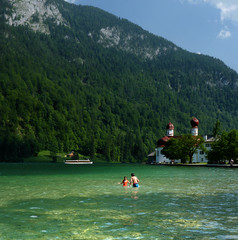 A natural idyll at St. Bartholom (Bn) Tags: lake germany deutschland bavaria berchtesgaden topf50 kings fjord hikers paragliding thealps topf100 bluelake paragliders skinnydipping clearwater cleanwater knigssee stbartholom berchtesgadenerland 100faves 50faves nationalparkberchtesgaden evabraun berchtesgadennationalpark lakeknigssee germanbavarianalps southofgermany schnauamknigssee berchtesgadenalps sognidiinamoratidreamsoflovesueosvisuri cleanestlakeingermany stretchesabout77km formedbyglaciers nearborderwithaustria picturesquesetting sheerrockwalls playaflugelhorn steeplyrisingflanksofmountainsupto2700m hikingtrailsupthesurroundingmountains royalmountainexperience refreshingswimattheknigssee swimmingatknigssee mostbeautifulmountainarea