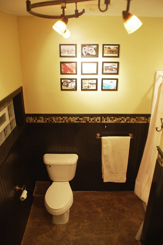 Man-Cave Bathroom: Wall Art - DIYdiva