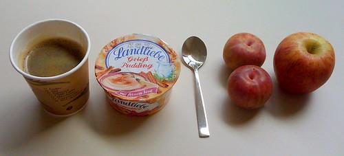 Grießpudding, Pluots & Apfel