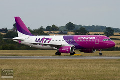 HA-LWC - 4323 - Wizzair - Airbus A320-232 - Luton - 100803 - Steven Gray - IMG_1117