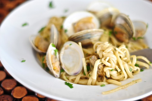 linguine and clams with garlic white wine sauce