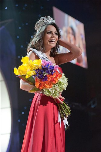 Miss Jimena Navarrete, Miss Universe 2010 with crown and bouquet