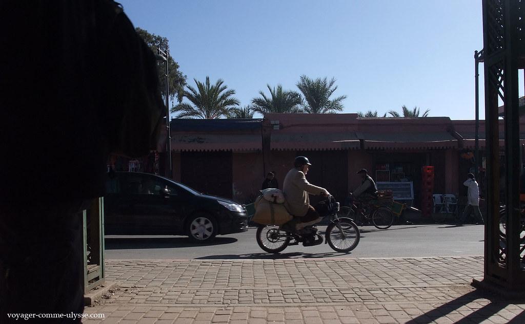 Les gens arrivent à charger lourdement leurs deux roues