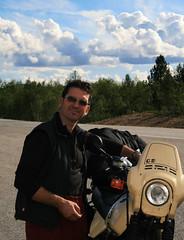 Llegando, y tan campantes (Herminio.) Tags: bike suomi circle und strasse bcn iaia abuela lapland moto bmw 100 polar yaya artic pases circulo jf 2010 artico cercle motocicleta motorrad alcaraz motobike herminio laponia escandinavia nordico gs100 gelande nordicos vellisca saghita nordkappers nordkapp10 herminioalcaraz